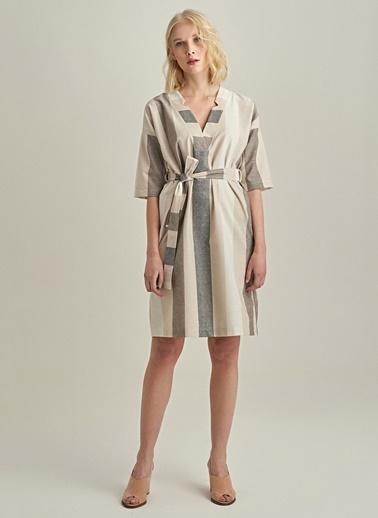 Ng Style V Yaka Çizgili Elbise Bej